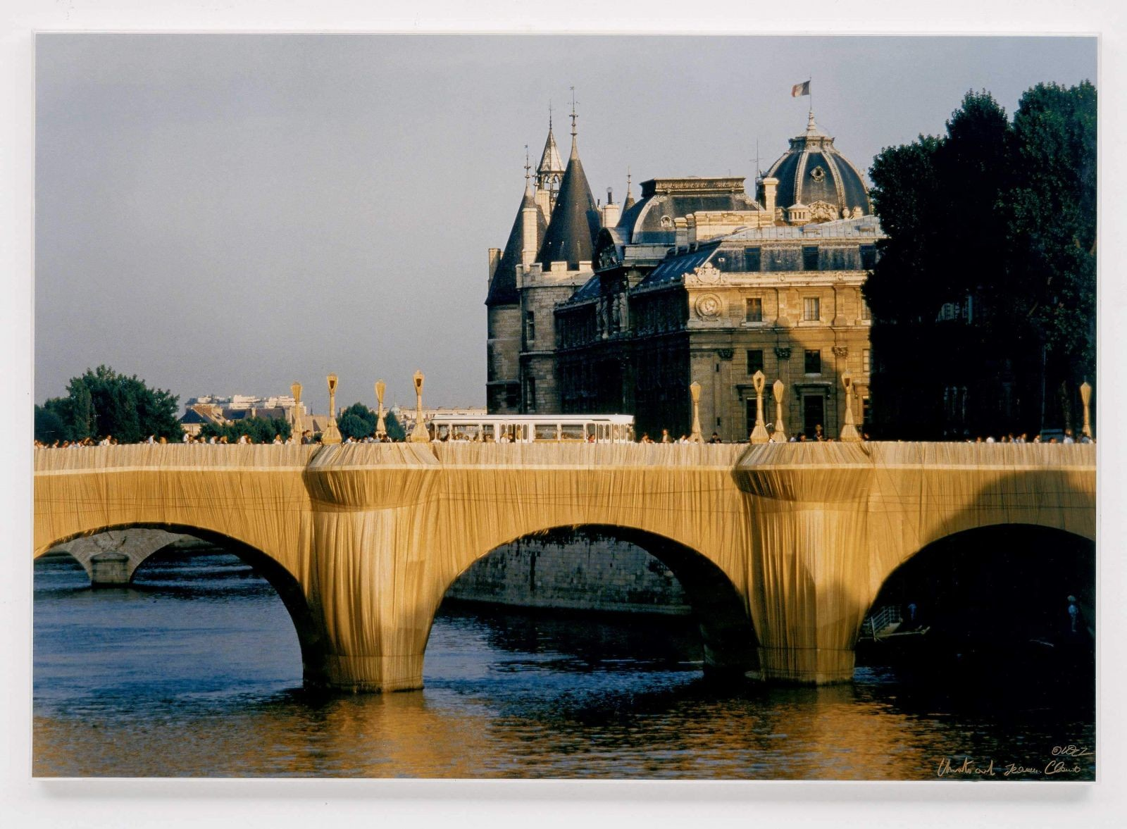 The Pont Neuf Wrapped, Paris 1975-85 1985 Photographie de Wolfgang Volz 70 x 100 cm Collection Würth, Inv. 2801 Crédit : Wolfgang Volz – © Christo