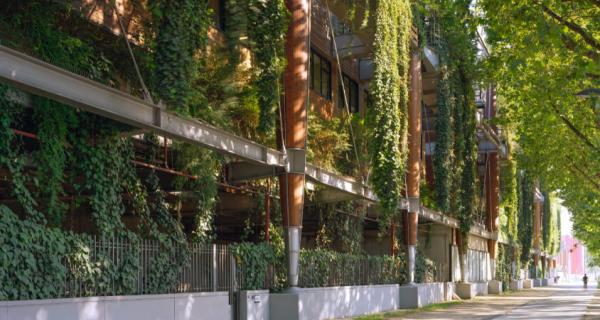 Paysages d'architecture : une promenade a Issy par Raymond Depardon