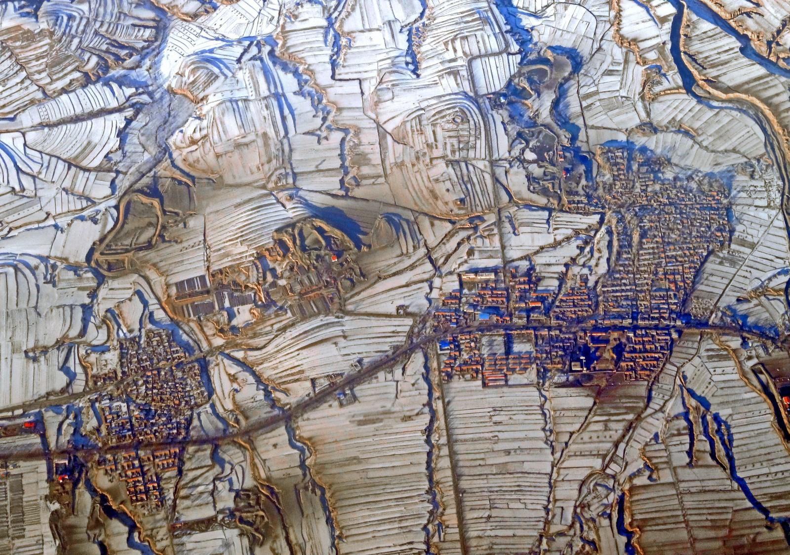 Vue d'avion d'un village chinois au nord-ouest de Pékin: Chaque territoire est modelé et aménagé à l'image de la culture des populations qui l'habitent.