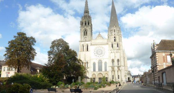 Les abords de la cathédrale Notre-Dame de Chartres : passé, présent, futur