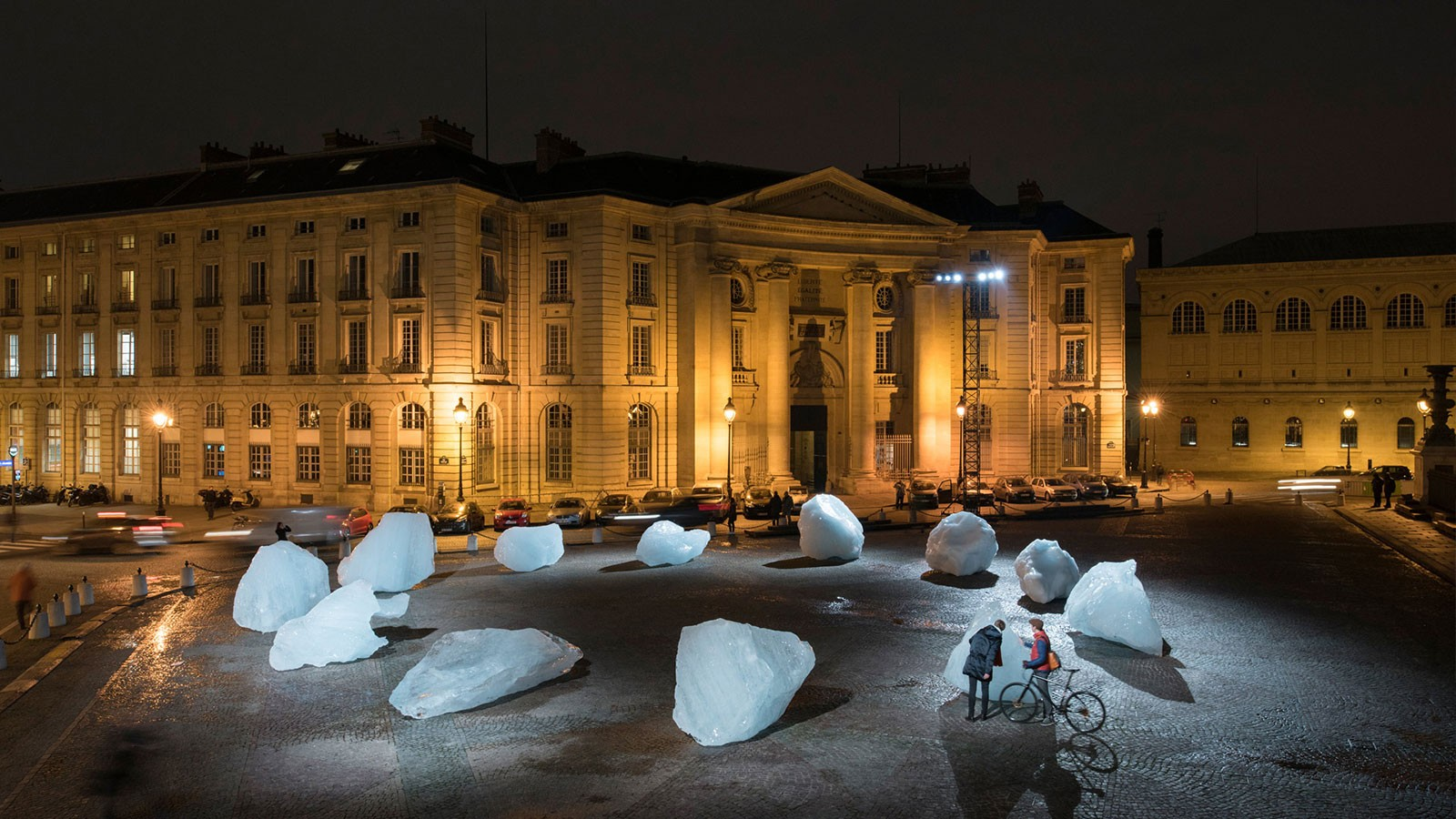 Ice Watch, Installation de Olafur Eliasson et Minik Rosing, Place du Panthéon, Paris, 3-12 Décembre 2015. Source : http://icewatchparis.com/