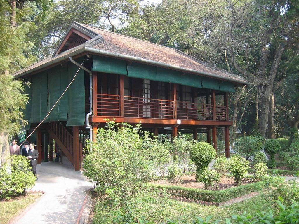 Nha San Bac Ho, maison sur pilotis où vécut Ho Chi Minh de 1958 à 1969  © Qjafcc, Wkicommons